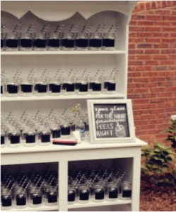 wedding, personalized, guest, glasses, personalized guest glasses, diy, mason jars, chalkboard paint