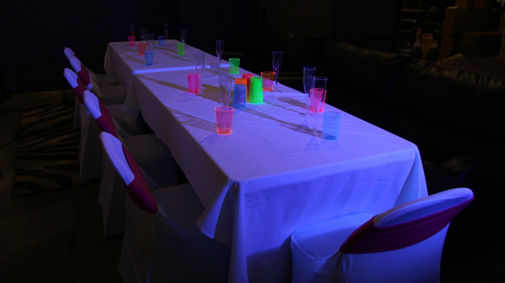 glowparty_table1